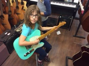 Amy looks quite natural with this guitar. Safari World