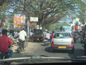 Traffic in Kochi: Bicycles, motorcycles, cars, auto rickshaws and buses.