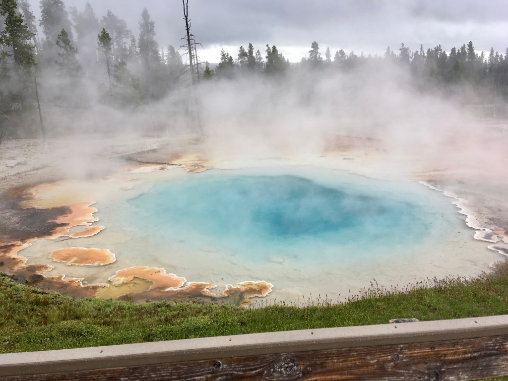 I love the colors of this hot spring!